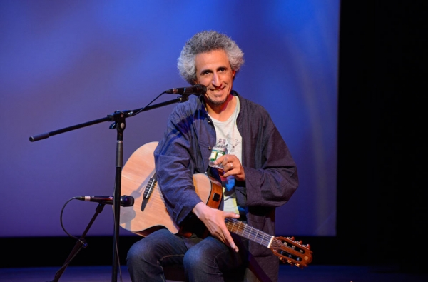 Iranian music maverick Mohsen Namjoo performs a sold-out concert on September 7, 2013. (Elsa Ruiz/Asia Society)