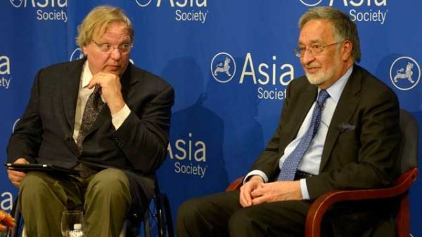 Afghanistan Foreign Minister Dr. Zalmai Rassoul (R) and journalist John Hockenberry at Asia Society New York on September 24, 2013. (Elsa Ruiz/Asia Society)