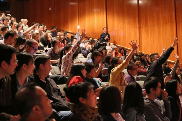 Following the initial discussion, Jia took questions from a full-house audience at Asia Society New York. (Xie Huafeng)