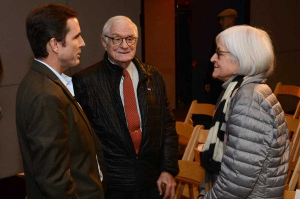 Bob Woodruff (L) with Asia Society President Emeritus Nicholas Platt (C) and Sheila Platt on Jan. 22, 2014. (R). (Craig Chesek/Asia Society)