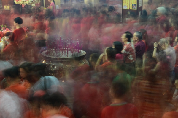 Chinese Filipinos pray at the Seng Guan Temple in the Chinese district of Binondo in Manila, Philippines on January 31, 2014. (Dondi Tawatao/Getty Images)