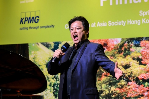 Hong Kong Chinese tenor Warren Mok, one of China's Three Tenors, performs at 'Primavera,' a Spring Dinner Celebration at Asia Society Hong Kong on March 21, 2014. (Asia Society)