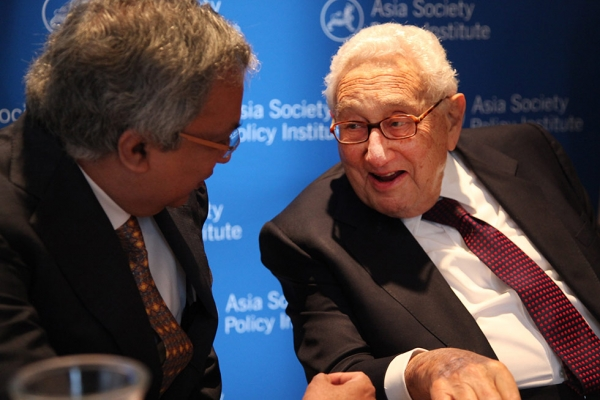 Former U.S. Secretary of State Henry Kissinger (R) holds court during an event celebrating the launch of the Asia Society Policy Institute at Asia Society New York on April 8, 2014. (Ellen Wallop/Asia Society)
