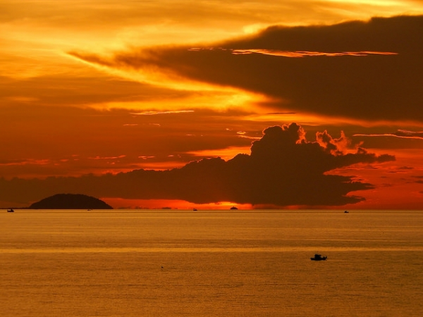 The setting sun paints the sky in vibrant shades of orange in Pattaya, Thailand on September 19, 2014. (Richard Barton/Flickr)