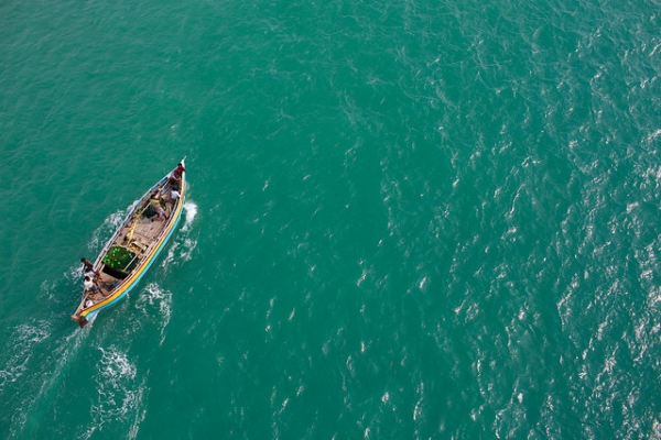 Fishermen make their way across the waters stretching from Pamban Island in Tamil Nadu, India on October 5, 2014. (Feng Zhong/Flickr)