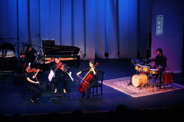 "Audrey Chen (cello); Jocelin Pan (viola); Emma Powell (violin); Thomas Reeves (piano); and Andrew Funcheon (percussion) performing Sam Wu's ""dolphin songs"" at Asia Society New York on Jan. 13, 2015. (Ellen Wallop/Asia Society)"