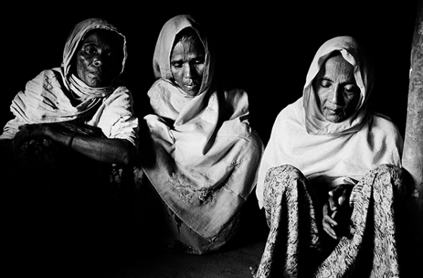 Rohingya women who left their village to flee Burma to Bangladesh in early 2009. (Greg Constantine)