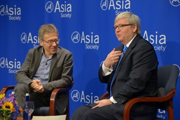Ian Bremmer (L) and Kevin Rudd in discussion at Asia Society New York on May 27, 2015. (Elsa Ruiz/Asia Society)