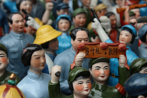 Tiny souvenir statues of Mao and others on sale at the Dongtai Lu Antique Market in Shanghai, China on April 19, 2015. (Joan Campderros-i-Canas/Flickr)