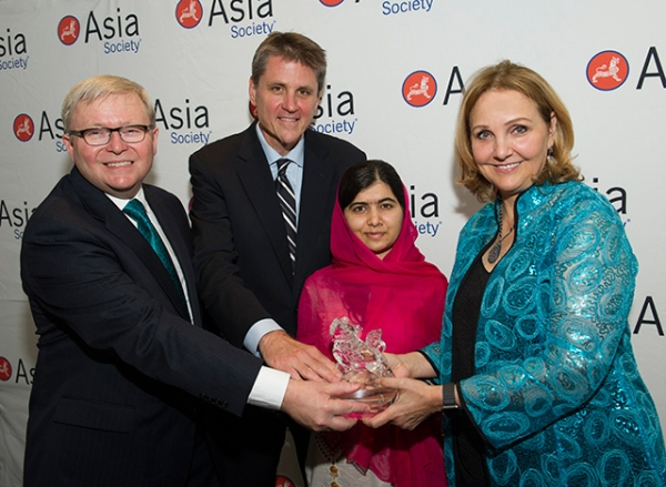 "Asia Society Policy Institute President Kevin Rudd, Asia Society Executive Vice President Tom Nagorski, and Asia Society President and CEO Josette Sheeran present Malala Yousafzai with her 2014 Asia Society ""Game Changer"" award. (Elena Olivo/Asia Society)"