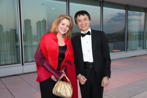 Opera singer and Asia Society Trustee Renée Fleming poses with Asia Game Changer awardee Li Cunxin on October 13, 2015. (Ellen Wallop/Asia Society)