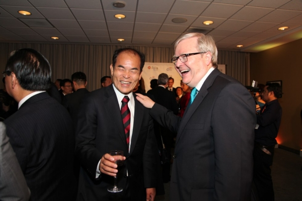 Asia Game Changer awardee Shuji Nakamura (L) shares a laugh with Asia Society Policy Institute President Kevin Rudd at the Asia Game Changers award ceremony on October 13, 2015. (Ellen Wallop/Asia Society)