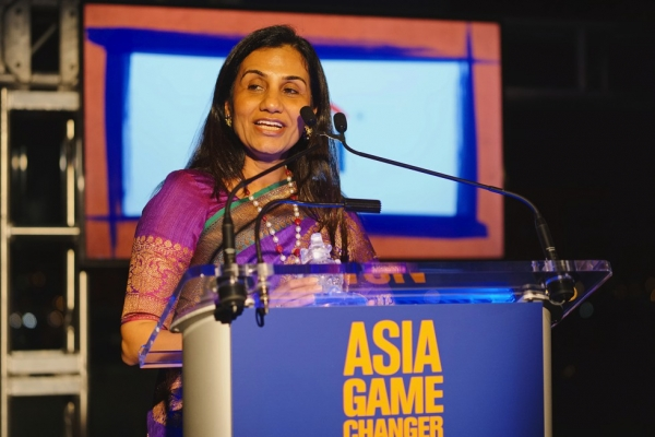 ICICI Bank CEO Chanda Kochhar speaks after receiving her Asia Game Changer award on October 13, 2015. (Jamie Watts/Asia Society)