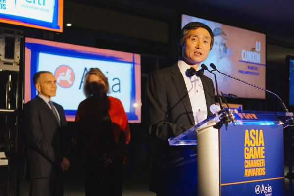 Queensland Ballet Artistic Director Li Cunxin speaks after receiving his Asia Game Changer award on October 13, 2015. (Jamie Watts/Asia Society)