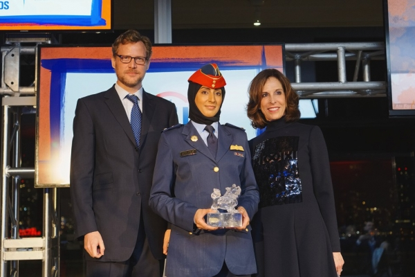 Asia Society trustees Charles Rockefeller (L) and Beth Dozoretz (R) pose with UAE fighter pilot and Asia Game Changer awardee Mariam al-Mansouri on October 13, 2015. (Jamie Watts/Asia Society)