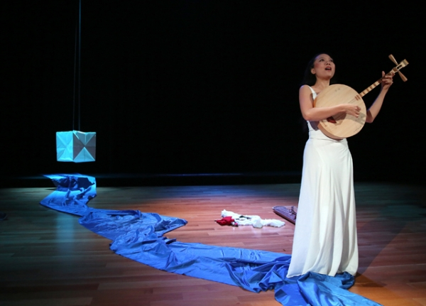 Jen Shyu in performance. (Tom Shea/TBS Photography)