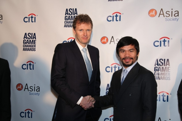 Citi's Stephen Bird (L) and awardee Manny Pacquiao at the 2015 Asia Game Changers award ceremony on October 13, 2015. (Ellen Wallop/Asia Society)