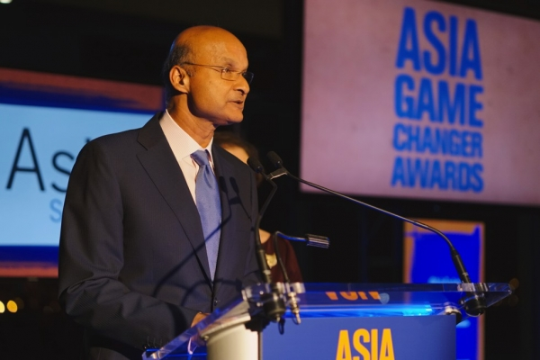 Medtronic CEO Omar Ishrak at the podium for the 2015 Asia Game Changers award ceremony on October 13, 2015. (Jamie Watts/Asia Society)