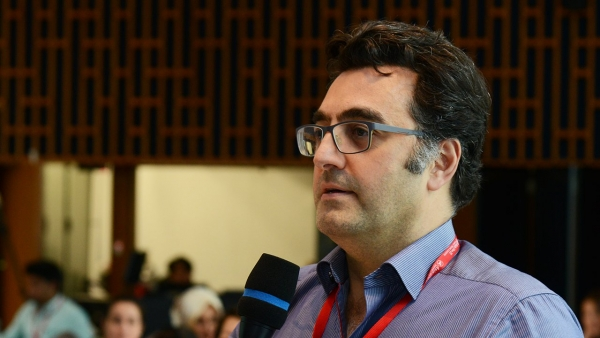 In this video, the journalist Maziar Bahari conducts a question-and-answer session in Hong Kong on December 3, 2015.