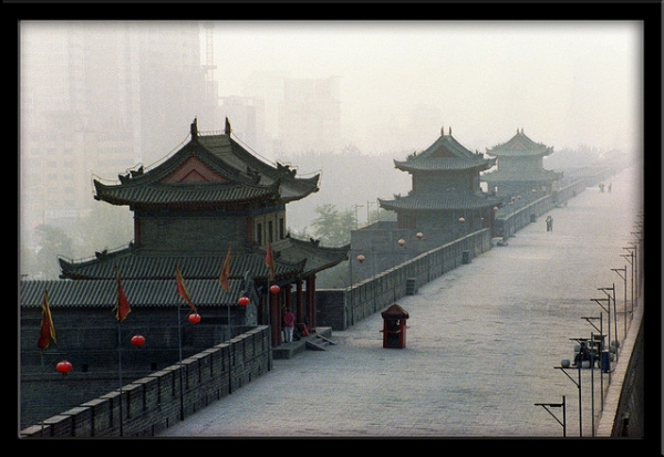An overcast day over the old and new China. (**Maurice**/Flickr)