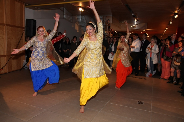 On May 1, more than 1,000 people visited Asia Society to help kick off Asian Pacific American Heritage Month with a celebration featuring dancing from NYC Bhangra, drinks, and Korean BBQ. (Ellen Wallop/Asia Society)