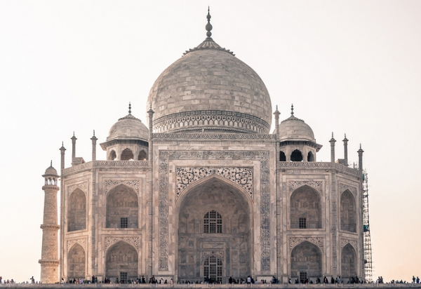 Crowds of people explore the Taj Mahal in Agra, India on January 26, 2016. (Hadi Zaher/Flickr)