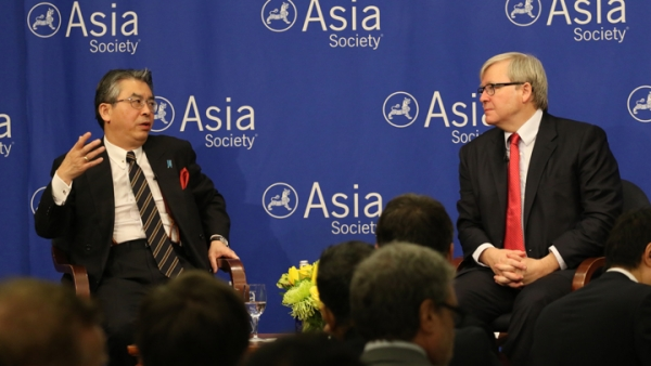 Japan's Deputy Foreign Minister Shinsuke Sugiyama discussed East Asian security and economics in conversation with Asia Society Policy Institute Kevin Rudd. (Ellen Wallop/Asia Society)