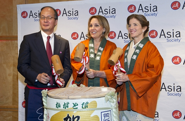 (L to R) Japanese Ambassador Reiichiro Takahashi, Asia Society President Josette Sheeran, and U.S. Ambassador to Japan Caroline Kennedy prepare to break open a sake barrel in a traditional Japanese ceremony. (Elena Olivo/Asia Society)