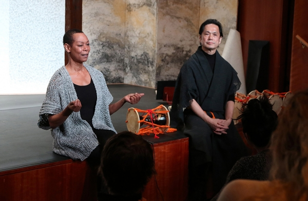 Karen Kandel and Shonosuke Okura have a casual conversation with the audience about 'Recycling: Washi Tales' during a workshop on March 26, 2016. (Ellen Wallop/Asia Society)