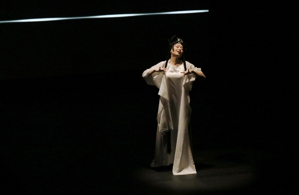 Soprano Qian Yi sings during a demonstration of 'Paradise Interrupted' on April 5, 2016. (Ellen Wallop/Asia Society)