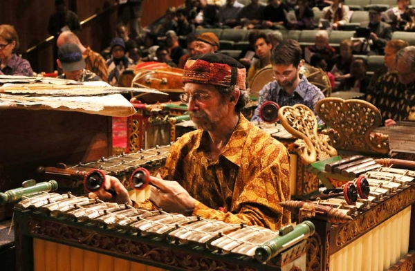 The New York-based classical Javanese orchestra Gamelan Kusuma Laras accompanies the shadow puppet theater experience at Asia Society in New York on May 14, 2016. (Ellen Wallop/Asia Society)
