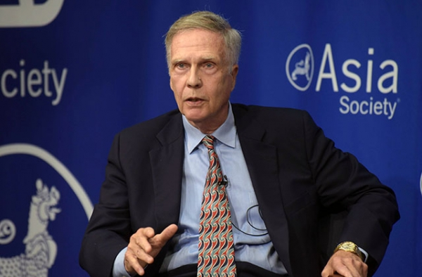 Former U.S. Ambassador to China Winston Lord speaks at Asia Society in New York on September 15, 2016. (Elsa Ruiz/Asia Society)