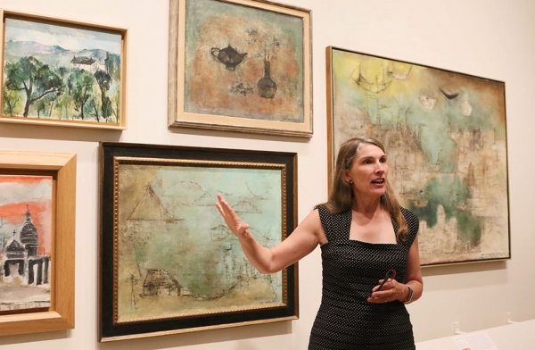 Dr. Ankeney Weitz the Ellerton M. and Edith K. Jetté Professor of Art, Colby College and cocurator of 'No Limits: Zao Wou-Ki' leads a group of members on a tour of the exhibition in New York on September 12, 2016. (Ellen Wallop/Asia Society)