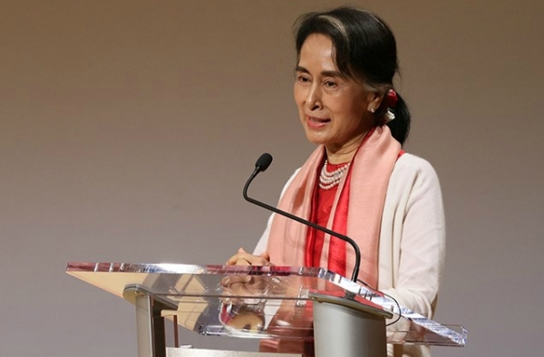 Aung San Suu Kyi addresses Asia Society in New York. (Ellen Wallop/Asia Society)