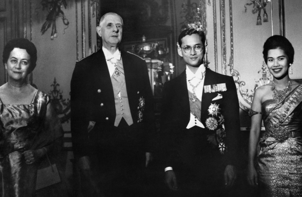 French President General de Gaulle (2nd L) and his wife Yvonne de Gaulle (L), king Bhumibol Adulyadej and his wife Queen Sirikit of Thailand pose for the photographers after a dinner at the Elysee Palace in Paris on October 12, 1960, during an official visit of the royal couple in France. (AFP/Getty Images)