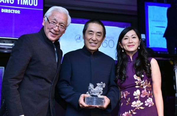 Oscar Tang (L), Zhang Yimou (C), and Agnes Hsu-Tang (R) with Zhang's Asia Game Changer Award at the United Nations on October 27, 2016. (Jamie Watts/Asia Society)