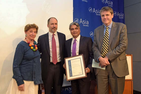2016 prize winner Sudarsan Raghavan (second from right) with, from left,  Inger McCabe Elliott, jury chair Marcus Brauchli, and Asia Society Executive Vice President Tom Nagorski. (Elsa Ruiz/Asia Society).