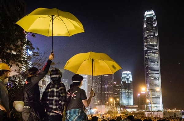 Protestors hold umbrellas during Hong Kong's 2014 Umbrella Movement. (Studio Incendo/Flickr)
