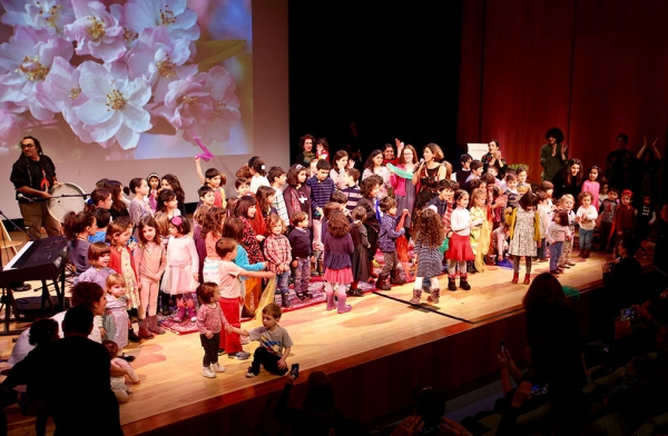 Children join performers on stage during a showcase of traditional Nowruz songs at Asia Society New York on March 18, 2017.  (Ali Yousefian/Asia Society)