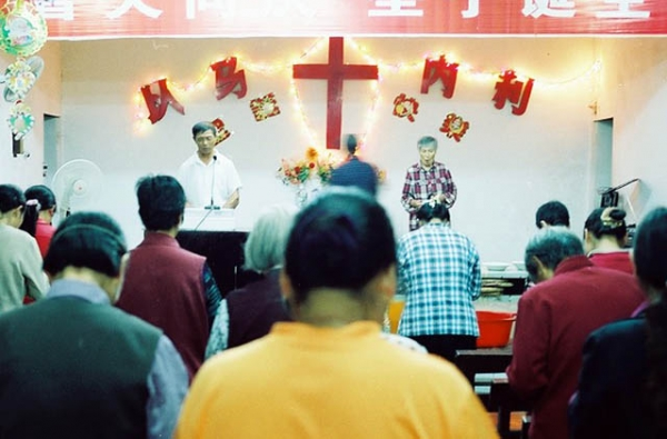Christian churchgoers attend a service in China. (Allen Li/Flickr)