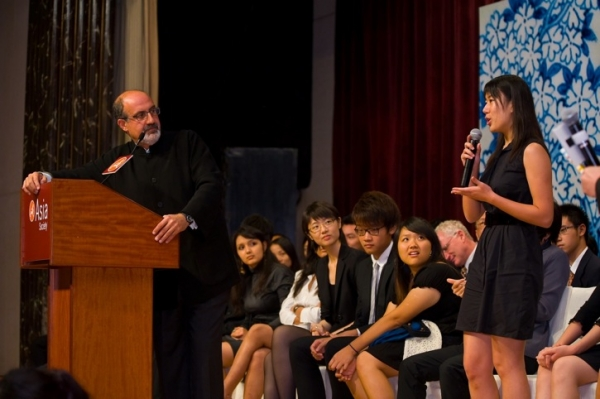 A local student (R) poses a question for Nassim Nicholas Taleb. (Asia Society Hong Kong Center)