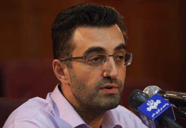 Maziar Bahari speaks during a press conference after the first hearing in Tehran on August 1, 2009 in the trial of 100 people accused of rioting after the disputed re-election of President Mahmoud Ahmadinejad. (AFP/Getty Images)