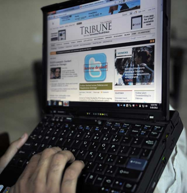 A Pakistani resident uses a computer to browse a newspaper website in Quetta on May 20, 2012, after the country's government blocked social networking website Twitter. (Banaras Khan/AFP/GettyImages)
