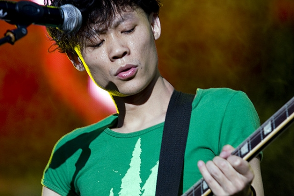 Wu Hao, guitarist for Beijing-based indie-punk band SUBS, performs at the Zebra Music Festival in Chengdu, May 2009. (Josh Chin/Flickr)