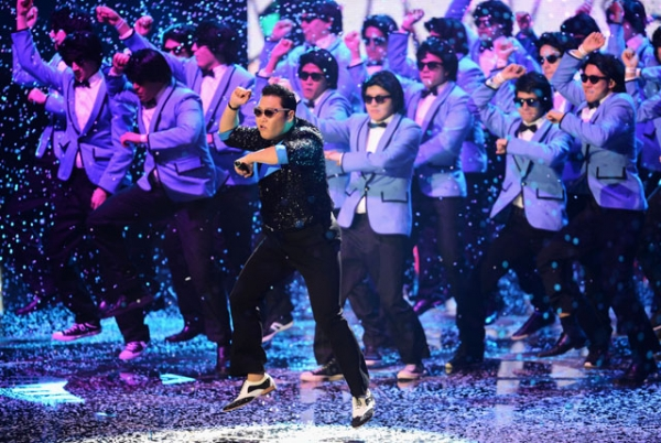 "Korean artist Psy (C) performs his worldwide hit ""Gangnam Style"" onstage at the MTV EMA's 2012 at Festhalle Frankfurt on November 11, 2012 in Frankfurt am Main, Germany. (Ian Gavan/Getty Images for MTV)"