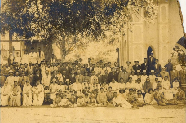 Jewish community of Karachi, Pakistan, outside the Karachi synagogue, early in the 20th century. (imgur.com)