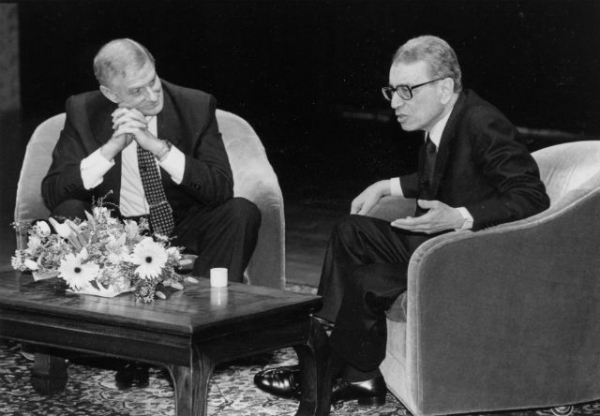 UN Secretary-General Boutros Boutros-Ghali (R) speaks with Asia Society President Nicholas Platt at a President's Forum in New York in 1993. (Asia Society)