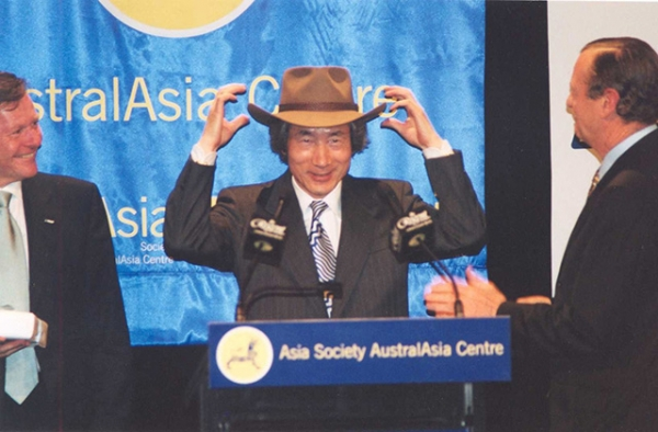 Japanese Prime Minister Junichiro Koizumi dons a cowboy hat gifted to him by Asia Society. (Asia Society)