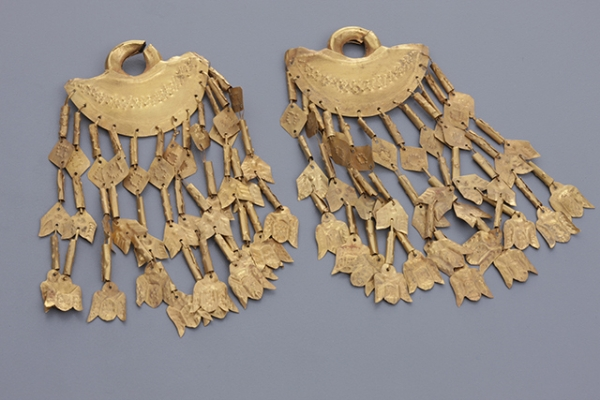 Work No. 2015.02.02.81 Earrings with 12 floriated spangles (kayong kayong)  Attributed to Bohol Gold  4 7/8 in. (12.45 cm) length; 4 15/16 in. (12.6 cm) length  11.8 grams; 11.9 grams Ayala Museum Collection 71.4042ab