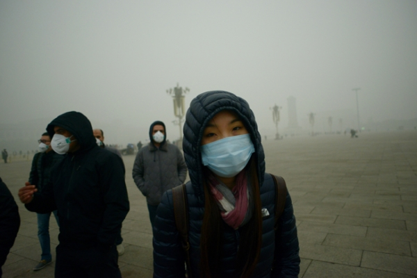 Visitors wearing face masks brave air pollution in Beijing's Tiananmen Square. (Wang Zhen/AFP/Getty Images)